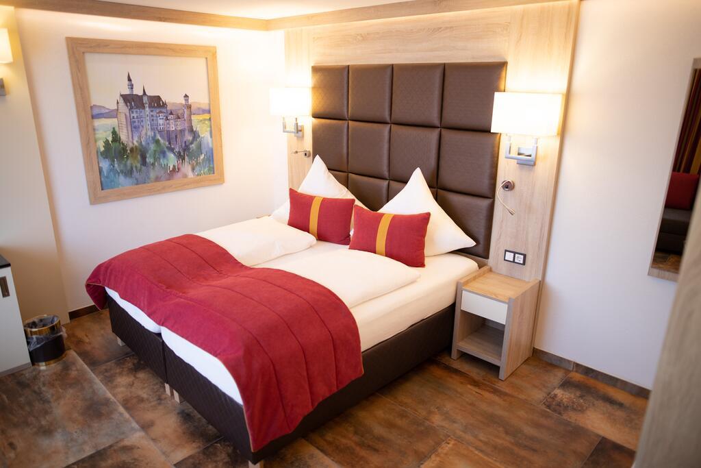 Das Hotel 268545805 1